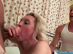 Blonde reife Masha hat einen Threesome