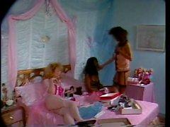 Von drei Lesben geil wird auf das Bett und lecken Barraum nassen Pussy
