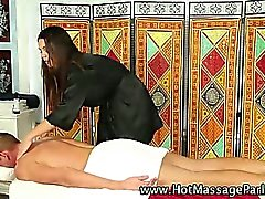 Massagista Borracho do que trabalha no cliente de