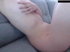 Georgia Jones se lame los dedos después de joder