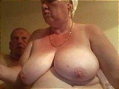 Fat old loira amador avó espalha seu bichano rechonchudo uma ampla é pego por marido
