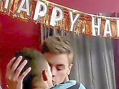 Arkadaş Ryan Daley'in ile Robbie Anthony Cevap emo eşcinsel seksi havuz çekimi almaktadır