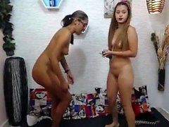 amateur queenjasmine fingering herself on live webcam