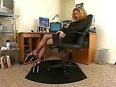 Azgın sekreter siyah külotlu yüksek topuklu yalnız