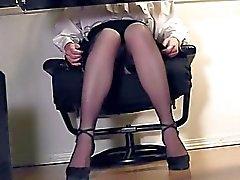 Beräkningen av en sekreterare benen och masturbationen