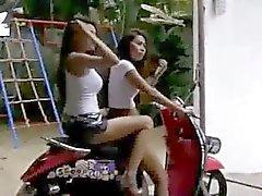 Scooter BangkokSokaklar Touring seksi kızlar