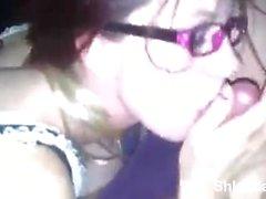 Unga Sexig Tonårs på glasögon samt strumpor