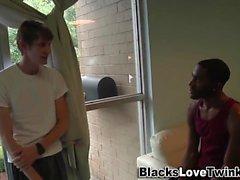 Cum siyah adamı püskürtülür