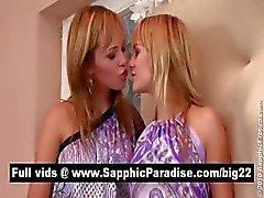 Verbazingwekkende blonde lesbiennes zoenen en likken tepels en met lesbische liefde
