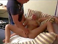 dusch kvinna svälja