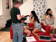 Utsatta Casting - Härligt i Ryssland och Centralafrikanska tjejer att njuta FFM threesome under gjutning