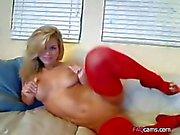 Busty Blonde in roten Strümpfen mit einer guten Zeit Webcam