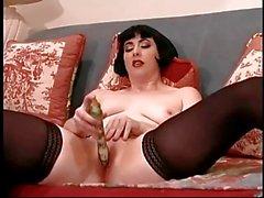 A Jacqueline se desnuda y Dildos Su Crema El gato