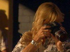 Courtney Simpson ottiene nuda nel cottura