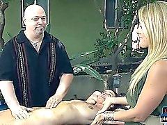 Pillu hieronnan asiantuntija- tarjoaa erinomaiset orgasmi hänen asiakkailleen