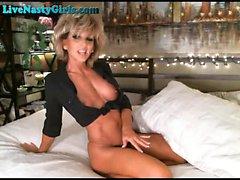 Incroyable Milf godemichés Her Pussy sur Webcam