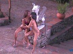 Bedövning brasiliansk lesbisk älskar att ride sin väns face samt leka med i dildon