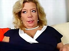 American gilf Cristine si eccita nei nuovo del pantyhose