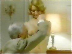 Old Man Jean Villroy krijgt een Blow Job Van Maid ... Slijtage - Tweed