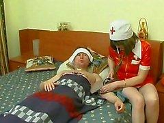 Nurse maturité Au Chambre patients