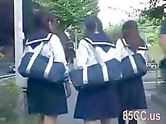 estudante bonito molestado por ônibus nerd 02