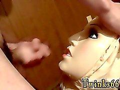 De emo gay de de la escuela Pares adolescentes una muñeca para Pis