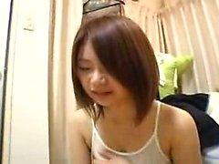 Accattivante della ragazza nipponico con un bel sorriso fa sfoggio la sua merav