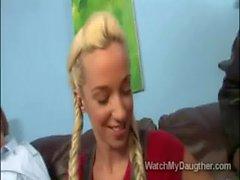 Junger Horn Tochter namens Jadas Stevens kotzen grossen dicken schwarze Schwänze