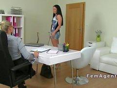 Лесбийская Народный кастинг агент женского пола