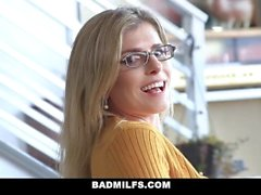 BadMILFS - cara de sorte fode madrasta e irmã