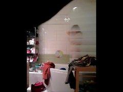 Maman sous la douche 3