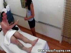Азии массажистки тянет и сосет для своего клиенте