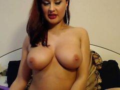 Big Boob Brünette masturbiert auf Webcam