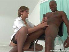 Дама Сони - Медсестра массажа