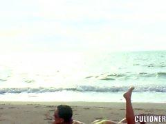Busty topless brünett Natascha zu teh beach