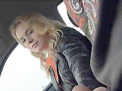 Amatör Blondie'nin genç kız nishe arka koltuğuna dövdü
