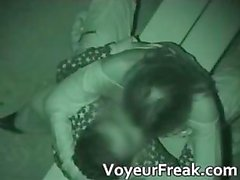 Geile brunette babe is betrapt neuken part1