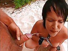Duitse tiener Lill wordt geneukt op het strand