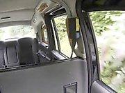 chauffeur de taxi faux bangs énormes seins en plein air bébé