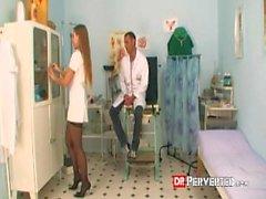 Azgın doktor onun hemşire sikikleri