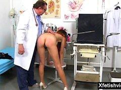 Morena doctor fetiche y corrida