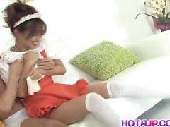 L'AMI de Matsuda servante est pompé chez fente poilue en manche elle