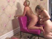 Caroline et Leah - Pussy Galore