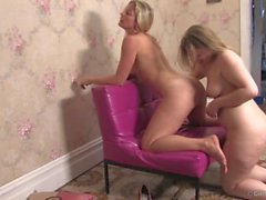 Caroline & Leah - Pussy Galore