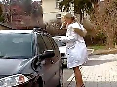 Блондинка секретарь Mia получает сперма ее лица