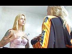 BLONDES einer transsexuellen Person Affäre mit KINDER - Scene 1