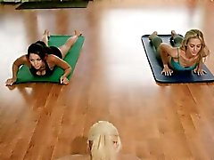 Yoga-Session mit heißen großen Titten blonde Trainer Khloe Terae