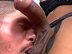 Tgirl de Kessy relaciones sexuales anales en bruto con un galán