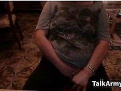 amatoriali littlestudent4u lampeggiante tette su webcam