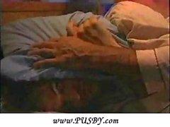 Meine Frau und Freund bumsen während Ehemann will den Schlaf